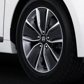 גלגל של רכב איוניק בסוכנות יונדאי הילוך שישי